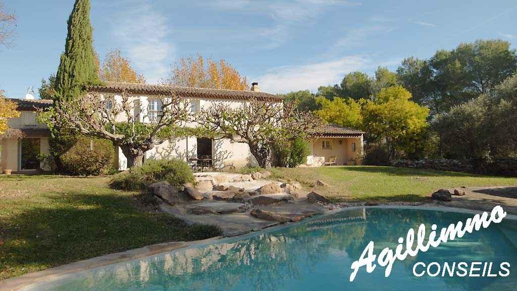 Maison 7 pièces avec piscine - ROQUEBRUNE SUR ARGENS - Côte d'Azur