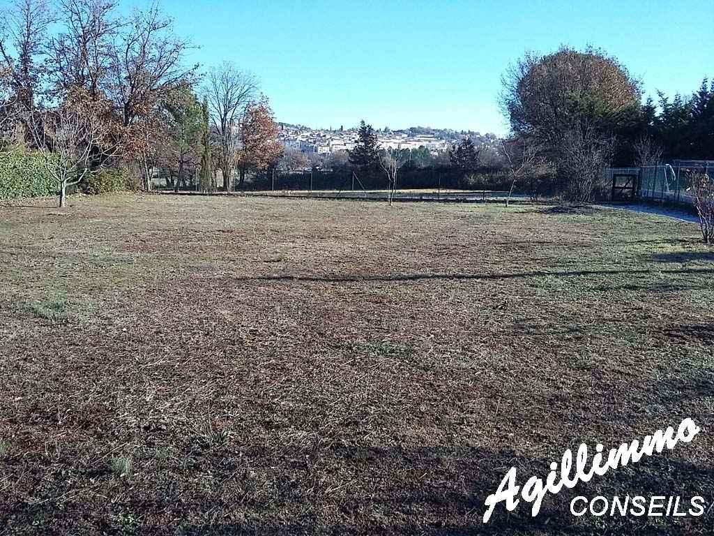 En exclusivité terrain a batir de 1200 m2 - BAGNOLS EN FORET - Côte d'Azur