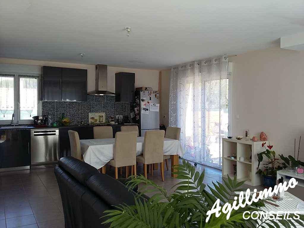 Exclusivité villa 3 chambres piscine sur 645 m2 terrain - PUGET SUR ARGENS - Côte d'Azur