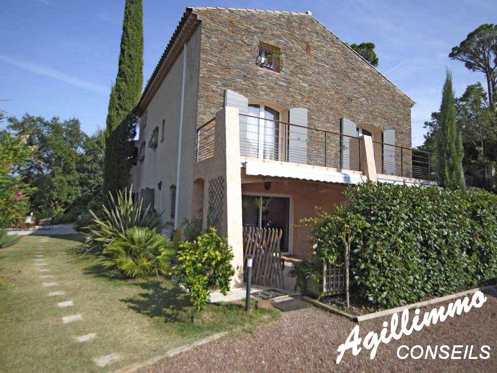 Maison d'Hôte avec piscine sur 2500m2 de terrain et vue sur l'Esterel - SAINT RAPHAEL - Côte d'Azur