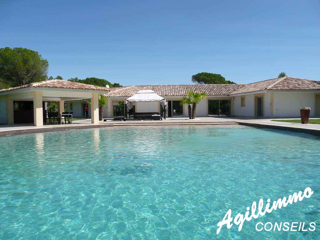 Propriété haut de gamme Maison moderne - ROQUEBRUNE SUR ARGENS - Côte d'Azur
