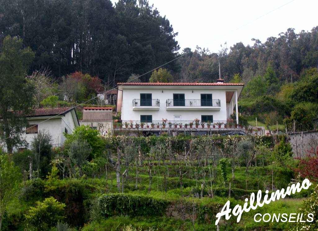Au Portugal Maison individuelle avec cave et garage - PORTO - Côte d'Azur