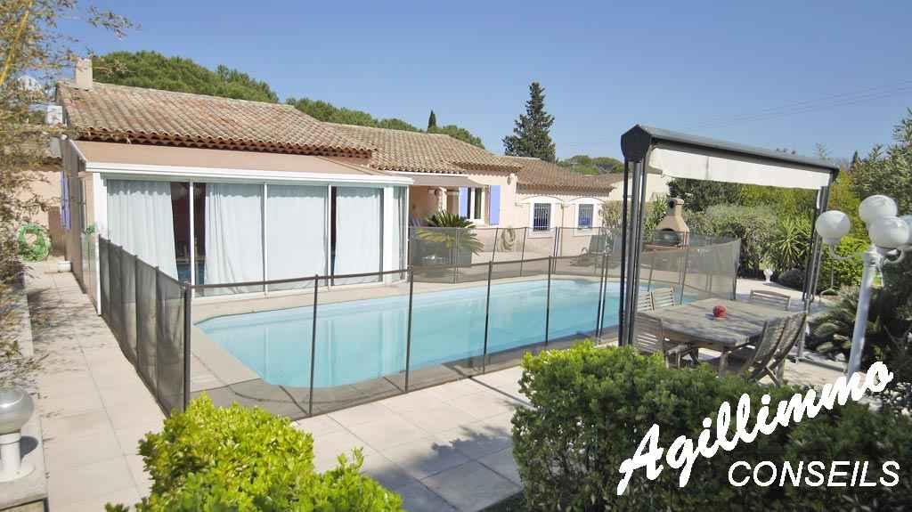 Villa 6 pièces de plain pied grand terrain et piscine - PUGET SUR ARGENS - Côte d'Azur
