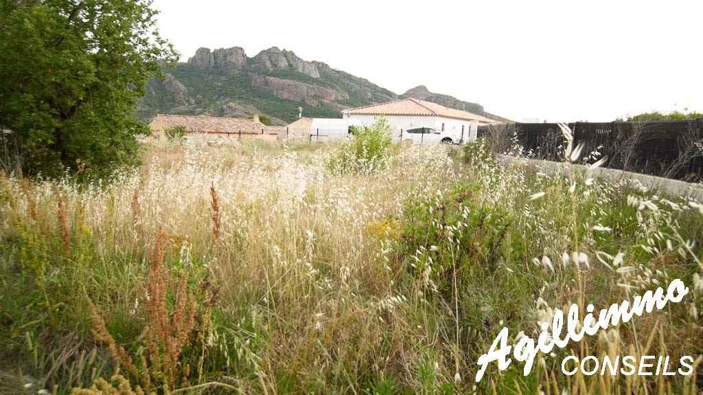 Beau terrain constructible de 627m2 avec vue sur le Rocher  - ROQUEBRUNE SUR ARGENS - Côte d'Azur