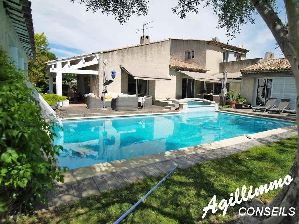 Villa traditionnelle de 7 pièces sur 2027m2 de terrain - LE MUY - Côte d'Azur