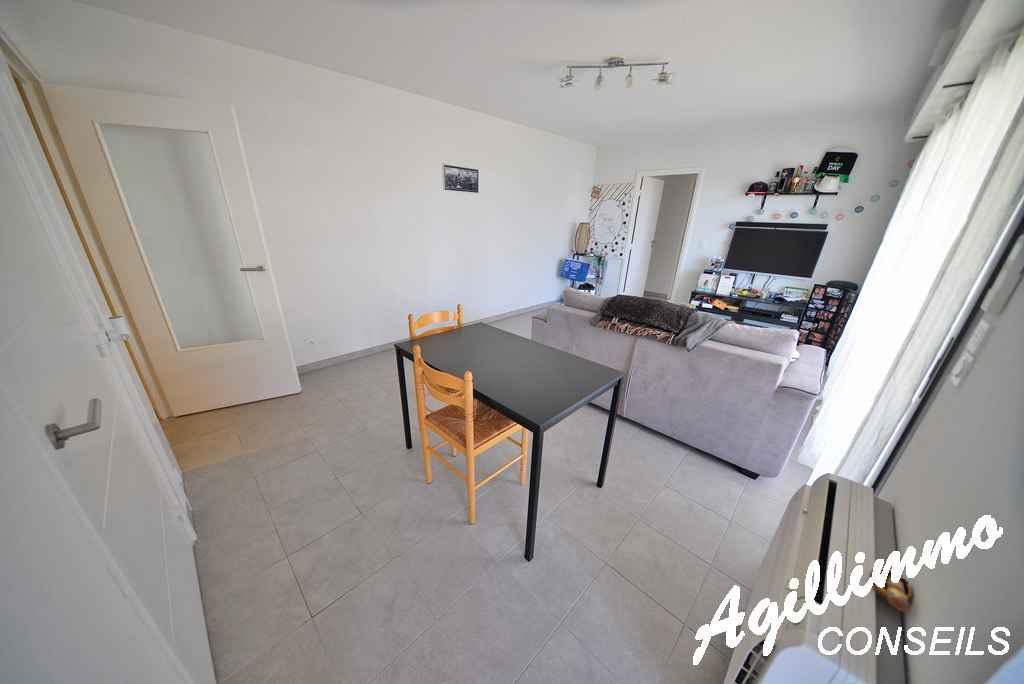 Appartement 2 pièces avec terrasse de 19m2 au 1er étage - FREJUS - Côte d'Azur